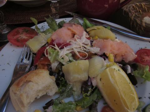 Salad de Provence with salmon and aritchokes.